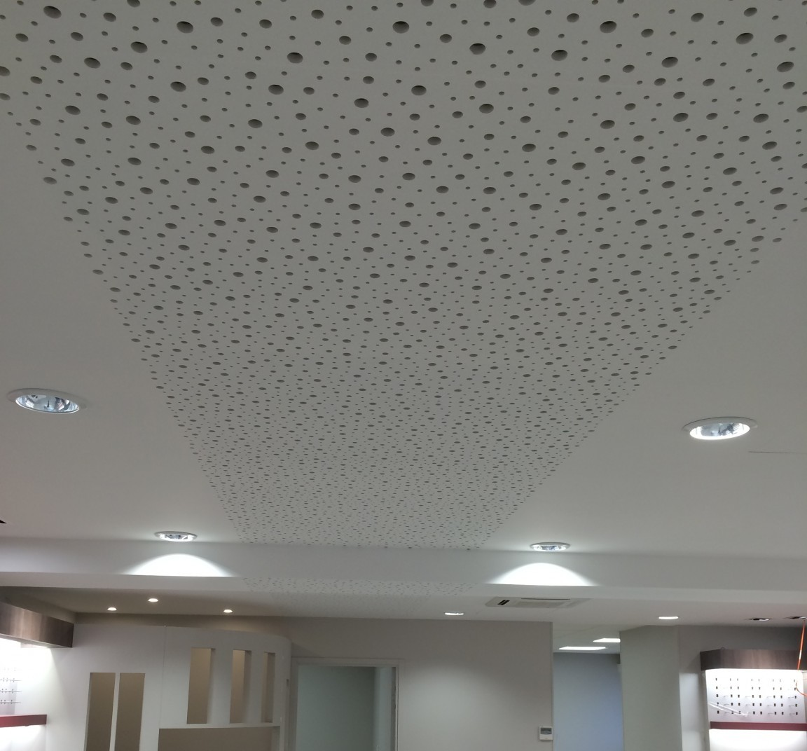 Plafond perfor menuiserie willy letombe for Plafond a caisson suspendu